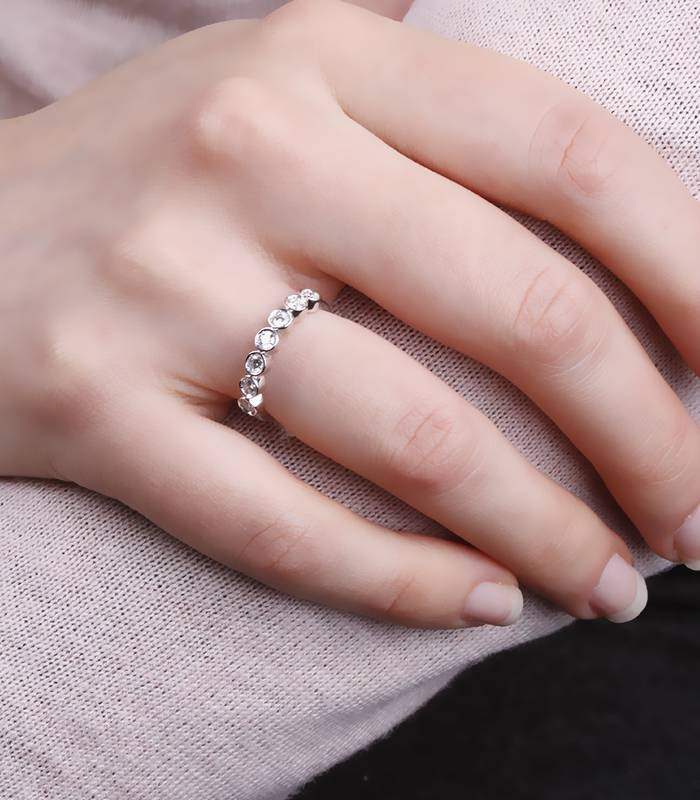 """Anillo """"Whika"""" Oro Blanco y 7 Diamantes"""