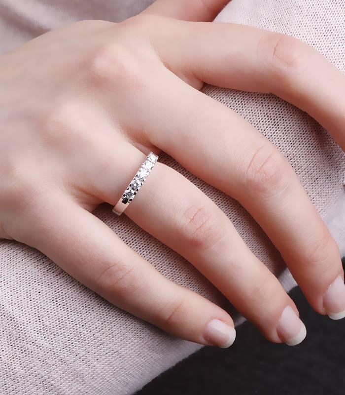 """Anillo """"Whika"""" Oro Blanco y 5 Diamantes"""