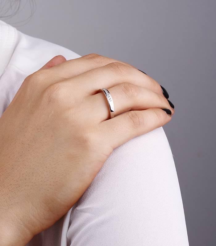 """Anillo """"Lis"""" 0.16 cts. Oro Blanco y Diamante"""