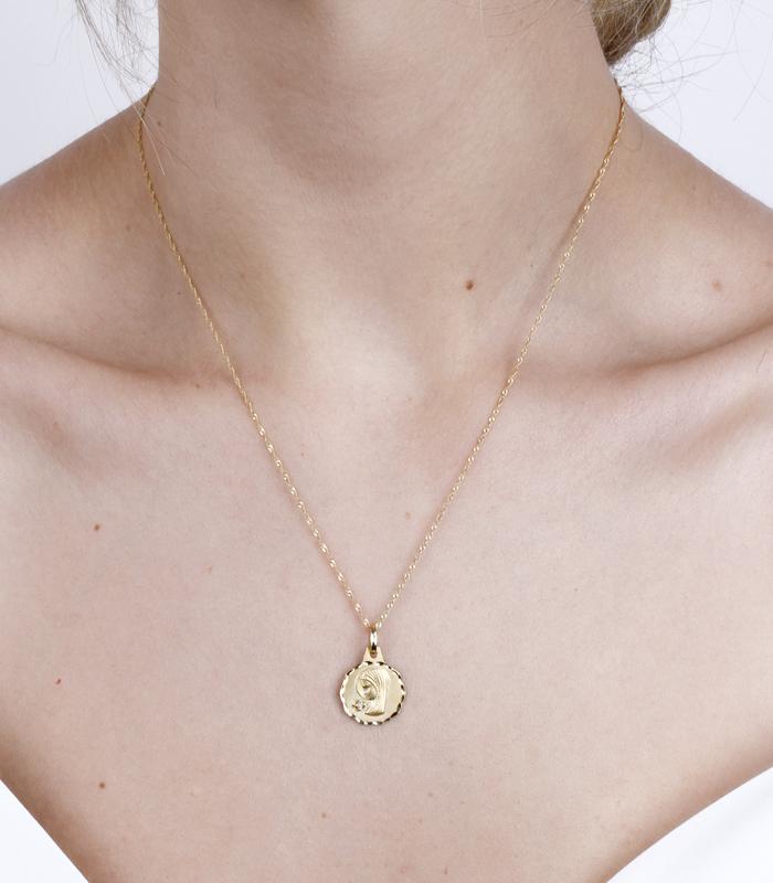 Medalla Virgen niña Oro 18k y Diamante